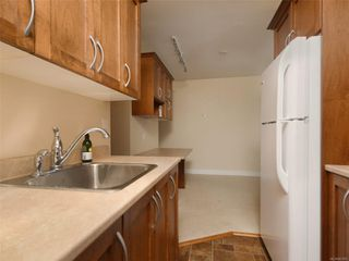 Photo 11: 318 3225 Eldon Pl in : SW Rudd Park Condo for sale (Saanich West)  : MLS®# 861855