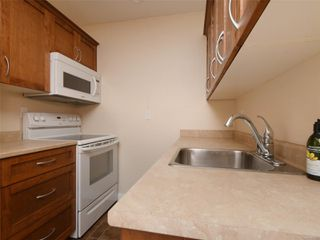 Photo 13: 318 3225 Eldon Pl in : SW Rudd Park Condo for sale (Saanich West)  : MLS®# 861855