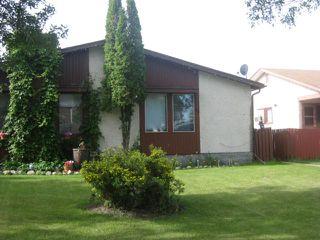 Main Photo: 26 Petriw Bay in WINNIPEG: Maples / Tyndall Park Residential for sale (North West Winnipeg)  : MLS®# 1112662