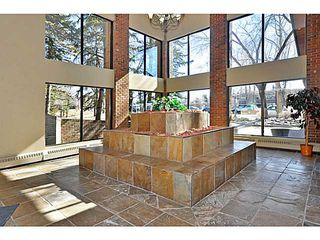 Photo 4: 406 550 WESTWOOD Drive SW in CALGARY: Westgate Condo for sale (Calgary)  : MLS®# C3605225