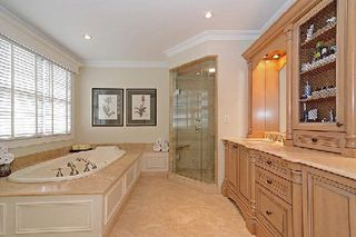 Photo 8: 128 Longwater Chase in Markham: Unionville House (2-Storey) for sale : MLS®# N2935661