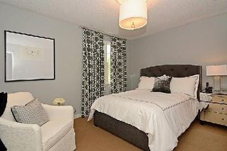 Photo 3: 128 Longwater Chase in Markham: Unionville House (2-Storey) for sale : MLS®# N2935661