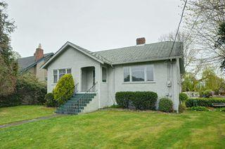 Photo 1: 1075 Roslyn Rd in VICTORIA: OB South Oak Bay Single Family Detached for sale (Oak Bay)  : MLS®# 728001