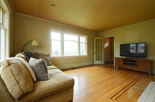 Photo 3: 1075 Roslyn Rd in VICTORIA: OB South Oak Bay Single Family Detached for sale (Oak Bay)  : MLS®# 728001