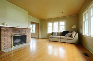 Photo 2: 1075 Roslyn Rd in VICTORIA: OB South Oak Bay Single Family Detached for sale (Oak Bay)  : MLS®# 728001