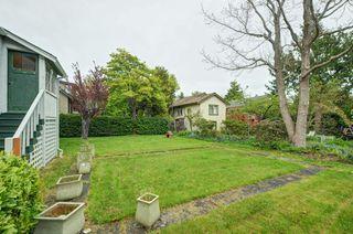 Photo 17: 1075 Roslyn Rd in VICTORIA: OB South Oak Bay Single Family Detached for sale (Oak Bay)  : MLS®# 728001