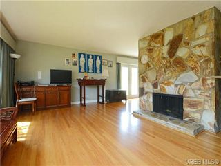 Photo 3: 3340 Woodburn Avenue in VICTORIA: OB Henderson Single Family Detached for sale (Oak Bay)  : MLS®# 364361