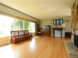 Photo 4: 3340 Woodburn Avenue in VICTORIA: OB Henderson Single Family Detached for sale (Oak Bay)  : MLS®# 364361