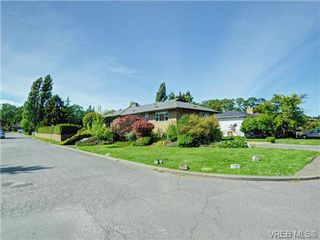 Photo 20: 3340 Woodburn Avenue in VICTORIA: OB Henderson Single Family Detached for sale (Oak Bay)  : MLS®# 364361