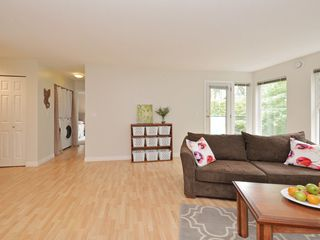 Photo 6: 208 14885 100 Avenue in Surrey: Guildford Condo for sale (North Surrey)  : MLS®# R2110305