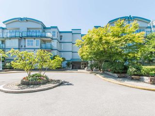 Photo 2: 208 14885 100 Avenue in Surrey: Guildford Condo for sale (North Surrey)  : MLS®# R2110305