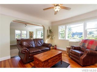 Photo 3: 230 Stormont Rd in VICTORIA: VR View Royal House for sale (View Royal)  : MLS®# 743987