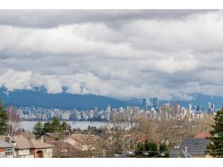 "Photo 2: 403 4375 W 10TH Avenue in Vancouver: Point Grey Condo for sale in ""VARSITY"" (Vancouver West)  : MLS®# R2140369"