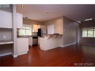 Photo 2: 102 2120 Harrow Gate in VICTORIA: La Bear Mountain Row/Townhouse for sale (Langford)  : MLS®# 753504