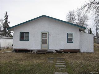 Photo 1: 422 HAZEL Avenue: Winnipeg Beach Residential for sale (R26)  : MLS®# 1710343