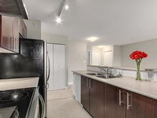 """Photo 6: 405 7088 MONT ROYAL Square in Vancouver: Champlain Heights Condo for sale in """"BRITTANY"""" (Vancouver East)  : MLS®# R2220776"""