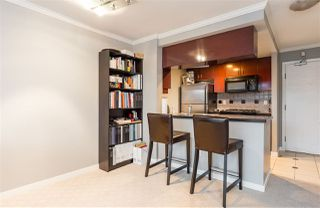"Photo 7: 1602 1033 MARINASIDE Crescent in Vancouver: Yaletown Condo for sale in ""QUAYWEST"" (Vancouver West)  : MLS®# R2223980"