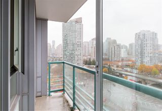 "Photo 12: 1602 1033 MARINASIDE Crescent in Vancouver: Yaletown Condo for sale in ""QUAYWEST"" (Vancouver West)  : MLS®# R2223980"
