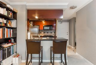"Photo 8: 1602 1033 MARINASIDE Crescent in Vancouver: Yaletown Condo for sale in ""QUAYWEST"" (Vancouver West)  : MLS®# R2223980"