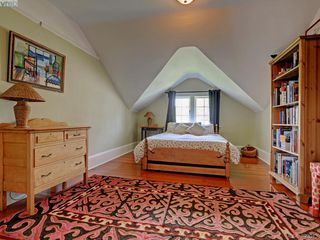 Photo 16: 912 Newport Avenue in VICTORIA: OB South Oak Bay Single Family Detached for sale (Oak Bay)  : MLS®# 392043