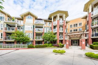 "Photo 1: 407 14 E ROYAL Avenue in New Westminster: Fraserview NW Condo for sale in ""Victoria Hill"" : MLS®# R2280789"