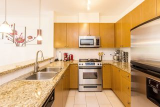 "Photo 2: 407 14 E ROYAL Avenue in New Westminster: Fraserview NW Condo for sale in ""Victoria Hill"" : MLS®# R2280789"