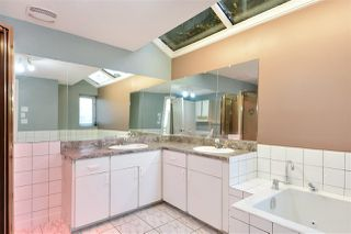 Photo 12: 14659 W BEACH Avenue: White Rock House for sale (South Surrey White Rock)  : MLS®# R2344837