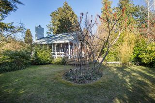 Photo 3: 2642 MCBRIDE Avenue in Surrey: Crescent Bch Ocean Pk. House for sale (South Surrey White Rock)  : MLS®# R2350175