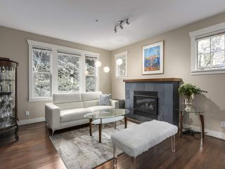 "Main Photo: 229 E QUEENS Road in North Vancouver: Upper Lonsdale Townhouse for sale in ""QUEENS COURT"" : MLS®# R2362718"