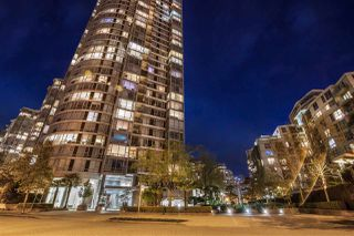 "Main Photo: 2301 1033 MARINASIDE Crescent in Vancouver: Yaletown Condo for sale in ""QUAY WEST"" (Vancouver West)  : MLS®# R2373254"