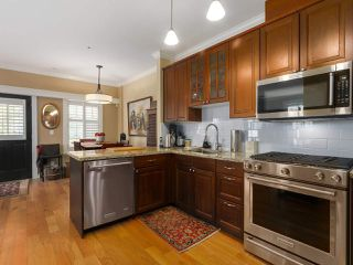 Photo 8: 398 W 10TH Avenue in Vancouver: Mount Pleasant VW Townhouse for sale (Vancouver West)  : MLS®# R2375458