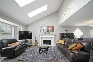 Photo 2: 33562 BLUEBERRY Drive in Mission: Mission BC House for sale : MLS®# R2411661