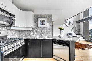 "Photo 6: 1203 1238 RICHARDS Street in Vancouver: Yaletown Condo for sale in ""Metropolis"" (Vancouver West)  : MLS®# R2472141"
