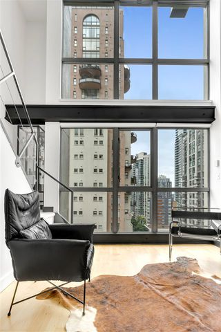 "Photo 7: 1203 1238 RICHARDS Street in Vancouver: Yaletown Condo for sale in ""Metropolis"" (Vancouver West)  : MLS®# R2472141"