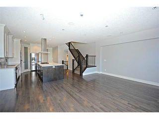 Photo 8: 302 31 Avenue NE in Calgary: Tuxedo House for sale : MLS®# C3649453