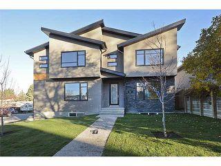Photo 1: 302 31 Avenue NE in Calgary: Tuxedo House for sale : MLS®# C3649453