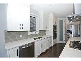 Photo 4: 302 31 Avenue NE in Calgary: Tuxedo House for sale : MLS®# C3649453