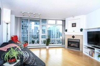 "Photo 3: 1005 189 DAVIE Street in Vancouver: Yaletown Condo for sale in ""Aquarius III"" (Vancouver West)  : MLS®# R2106888"
