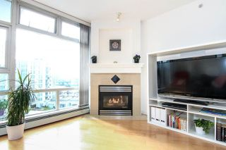"Photo 2: 1005 189 DAVIE Street in Vancouver: Yaletown Condo for sale in ""Aquarius III"" (Vancouver West)  : MLS®# R2106888"