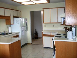 Photo 5: 18038 61 ave in Surrey: Cloverdale BC House for sale (Cloverdale)  : MLS®# R2181871