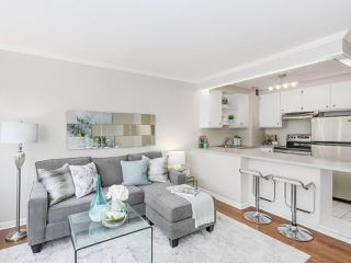 """Photo 8: 601 1445 MARPOLE Avenue in Vancouver: Fairview VW Condo for sale in """"HYCROFT TOWERS"""" (Vancouver West)  : MLS®# R2209267"""