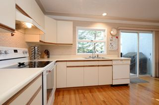 Photo 8: 1720 Leighton Road in VICTORIA: Vi Jubilee Townhouse for sale (Victoria)  : MLS®# 390628