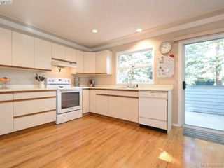 Photo 7: 1720 Leighton Road in VICTORIA: Vi Jubilee Townhouse for sale (Victoria)  : MLS®# 390628