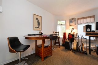 Photo 15: 1720 Leighton Road in VICTORIA: Vi Jubilee Townhouse for sale (Victoria)  : MLS®# 390628