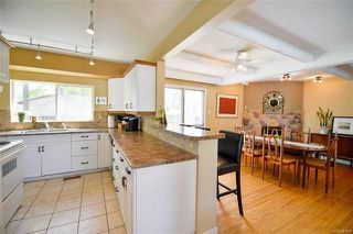 Photo 2: 18 Wakefield Bay in Winnipeg: Pulberry Residential for sale (2C)  : MLS®# 1812637