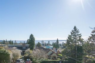 "Photo 3: 2125 LAWSON Avenue in West Vancouver: Dundarave House for sale in ""Dundarave"" : MLS®# R2329676"