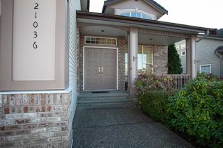 """Photo 2: 21036 86A Avenue in Langley: Walnut Grove House for sale in """"Manor Park"""" : MLS®# R2336504"""