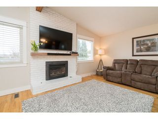 Photo 3: 45252 LENORA Crescent in Chilliwack: Chilliwack W Young-Well House for sale : MLS®# R2347430