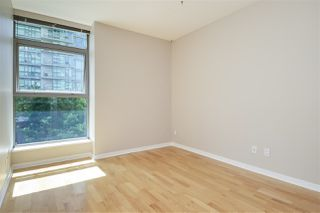 "Photo 5: 303 1710 BAYSHORE Drive in Vancouver: Coal Harbour Condo for sale in ""BAYSHORE GARDENS"" (Vancouver West)  : MLS®# R2386675"