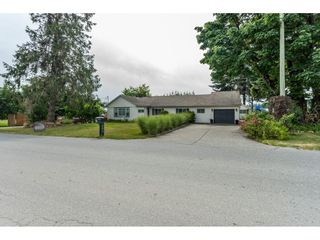 Photo 2: 703 CLEARBROOK Road in Abbotsford: Poplar House for sale : MLS®# R2387307